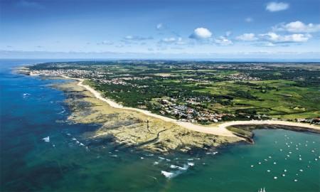 EHPAD VITEAL OLERON Saint-Pierre-d'Oléron vue du ciel, commune de lîle d'oléron. A droite en direction de Dolus-d'Oléron, la baie de la Perroche et la cotinière en arrière plan. Département de la Charente-Maritime (17), Région Poitou-charentes